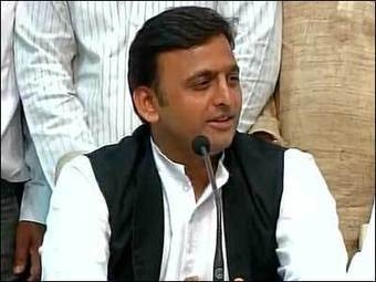 Akhilesh reshuffles cabinet, drops one minister | India News | Scoop.it