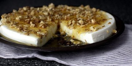 Yogurt panna cotta with walnuts and honey - They cook for us | They Cook For Us | Scoop.it