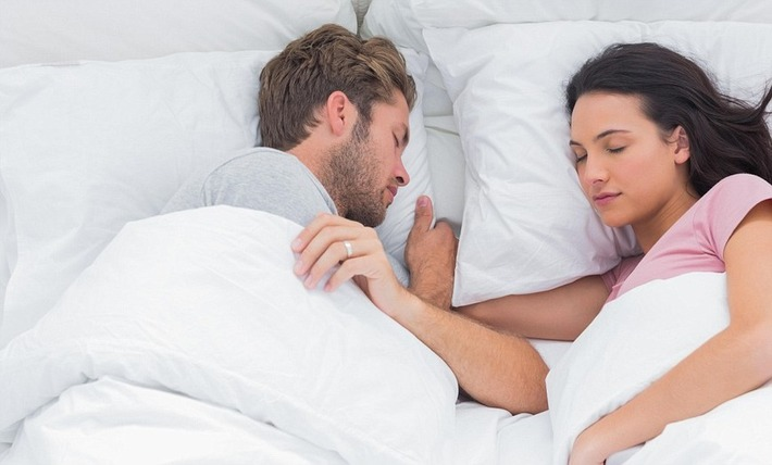 Spouses are more likely to sleep in sync if the wife is satisfied | Kinsanity | Scoop.it