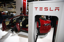 Tesla Motors Gains 2% on Potential Battery Boost - Barron's (blog) | The Electric Car | Scoop.it