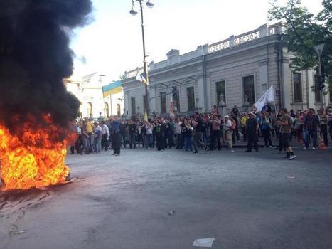 В Киеве в ходе протестов у здания Рады произошла потасовка между милицией и протестующими   Global politics   Scoop.it