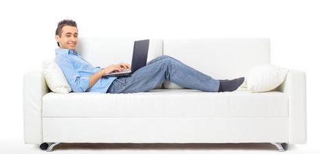 Confortablement installé dans son fauteuil, le laptop sur les genoux | Green IT Daily | Scoop.it