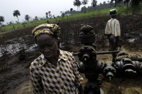 Dans le delta du Niger, Shell pollue allègrement, engrange des profits mirobolants, puis laisse dépérir les habitants | Greenwashing | Scoop.it