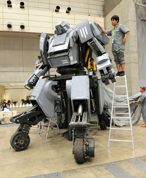 "Rideable iPhone Controlled KURATAS Battle Robot Revealed in Tokyo | L'impresa ""mobile"" 