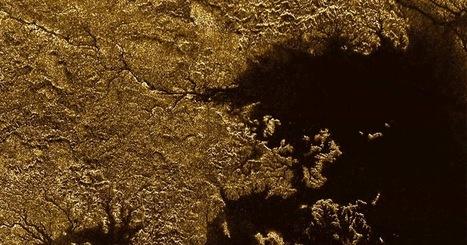Ça se passe là haut...: Titan : découverte de profonds canyons où coule un fleuve de méthane | C@fé des Sciences | Scoop.it