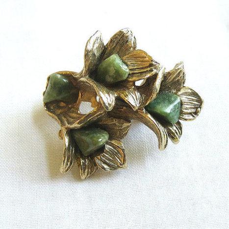 Vintage Gold Tone and Jade Chip Stones Flower Brooch or Pin   Favorite Vintage Jewelry   Scoop.it