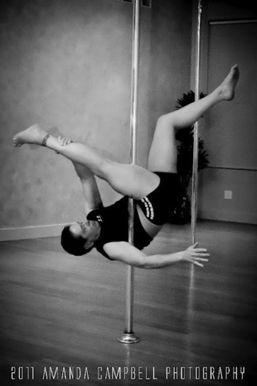 A Man Who Pole Dances: It's Complicated (Partnering in Pole Dance) | Pole Dance Italy | Scoop.it