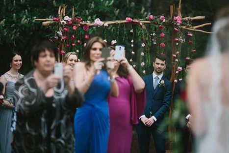 This Picture Sums Up Why Wedding Guests Should Put Down Their Damn Phones | Edu's stuff | Scoop.it