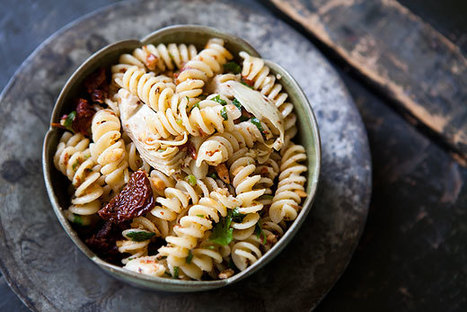Pasta with Artichoke Hearts, Sun Dried Tomatoes, and Toasted Almonds | À Catanada na Cozinha Magazine | Scoop.it