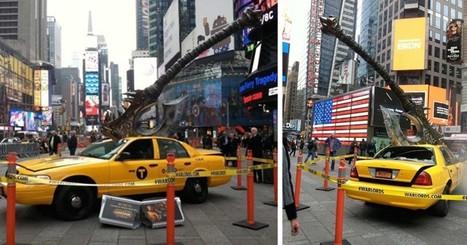 Une étrange hache géante plantée dans un taxi surprend les passants à Times Square   web design - AD   Scoop.it