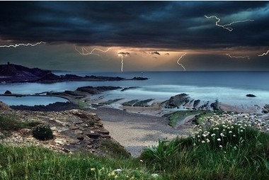 Amazing picture captures powerful storm over sea at Bude - cornishguardian.co.uk | Inspirational Photography to DHP | Scoop.it