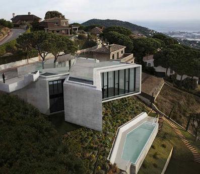 X-Shaped House Hangs Over Hillside in Barcelona | VIM | Scoop.it