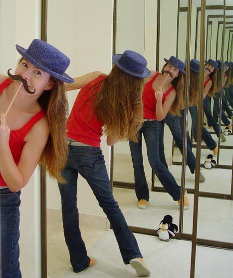 19 More Creative Mirror Self Portraits   Self Portrait   Scoop.it