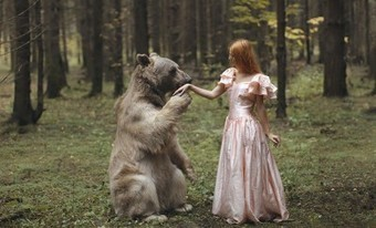 She Takes Stunningly Beautiful Photos With REAL Animals. | Feed the Writer | Scoop.it