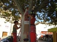 En août, les tricoteuses de la rue sont parties en vacances! « Les ... | Yarnbombing France | Scoop.it