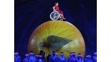 Jeux Paralympiques: une cérémonie d'ouverture en forme d'ode à la science   La pomme dans tous ses états   Scoop.it