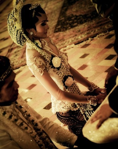 Kebaya Pengantin Jakarta | Desainer dan Penjahit Kebaya Tradisional Modern: Kebaya Pengantin Jawa Modern | Kebaya Pengantin Jakarta | Scoop.it