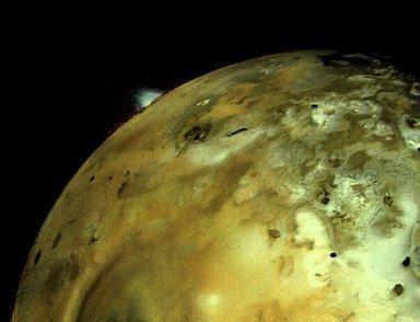 Sur Io, les volcans ne sont pas aux bons endroits , ce qui pourrait trahir la présence d'un océan de Magma | Science en tête | Scoop.it