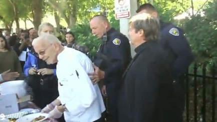 Un nonagénaire arrêté pour avoir distribué de la nourriture à des sans-abris | De Parents A Parents | Scoop.it