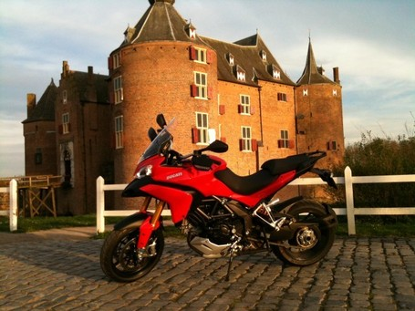 Ductalk | PhotosOfMotos | Frank Frambach | Multistrada 1200S | Castle Ammerzoden | Ducati Community | Ductalk | Scoop.it