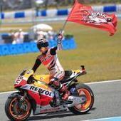 Moto GP: Lorenzo le niega el saludo a Márquez después de un adelantamiento arriesgado   DEPORTES   Scoop.it
