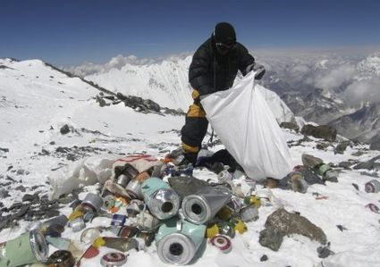 En revenant de l'Everest, les alpinistes devront prendre 8 kg de déchets | Environnement & Développement durable | Scoop.it