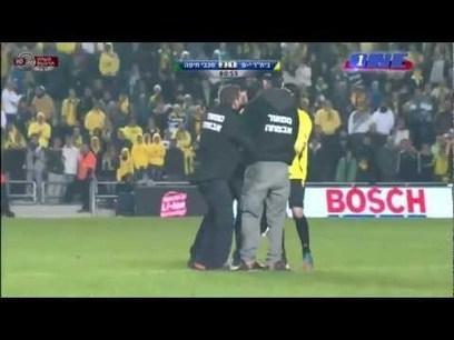 Foot insolite : un tacle par derrière pour la bonne cause ! | Africa Top Sports | Football , actualites et buzz avec fasto-sport.com | Scoop.it