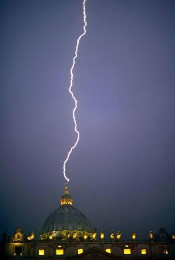 Coup de tonnerre sur le Vatican - Making-of   Jaclen 's photographie   Scoop.it