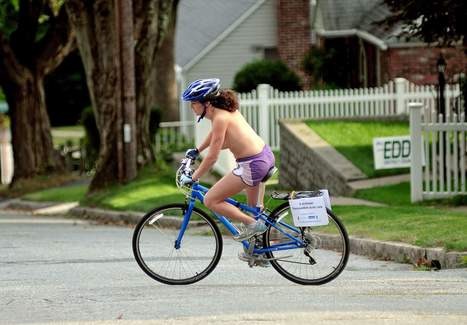 Woman creates stir on topless bike ride through Leicester | Innovative Woman | Scoop.it