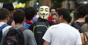 Metro presse: Les Indignés repiquent une crise (partout sauf en France apparemment) #Désinformation   #marchedesbanlieues -> #occupynnocents   Scoop.it