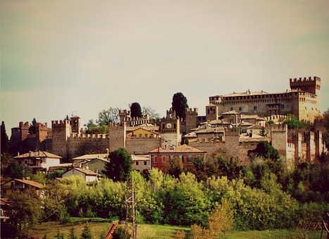 Fried Black Locust Flowers and the Medieval Town & Castle of Gradara | Le Marche another Italy | Scoop.it