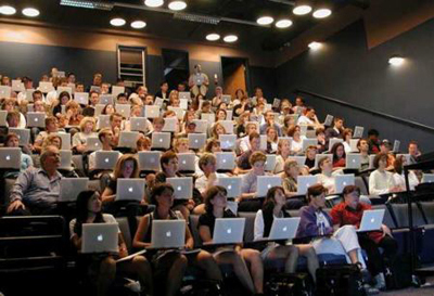 20 Ways Apple Has Taken Over The Classroom - Edudemic via @pgsimoes | IPAD, un nuevo concepto socio-educativo! | Scoop.it