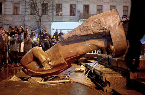 Lenin statue toppled as Kiev protests continue | AP HUMAN GEOGRAPHY DIGITAL  TEXTBOOK: MIKE BUSARELLO | Scoop.it
