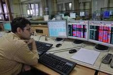 Sensex Slumps Over 700 Points on Weak GDP, Global Selloff | Online News | Scoop.it