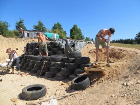 Chantier insolite en Dordogne : la construction d'une maison bioclimatique avec des pneus   Agriculture en Dordogne   Scoop.it