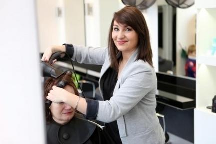 Apprentissage à l'étranger : le témoignage d'Élodie, 21 ans, coiffeuse - Letudiant.fr | Coiffure | Scoop.it