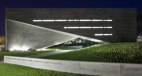 Tadao Ando sentado en un sofá verde | Sitios interesantes de Arquitectura | Scoop.it