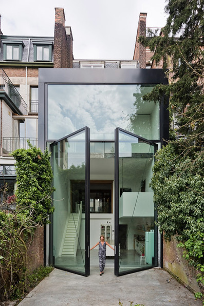 "Sculp IT adds ""world's largest pivoting window"" to an Antwerp townhouse 