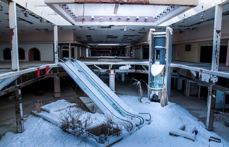 Seph Lawless zum Zweiten: Surreal Photos Of Abandoned, Snow-Filled  Malls Show The Death Of An Era In America | MUTABOR III | Scoop.it