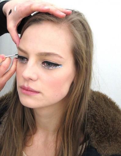 Comment adopter le maquillage hologramme de Chanel Haute Couture - Elle | Beauté | Scoop.it