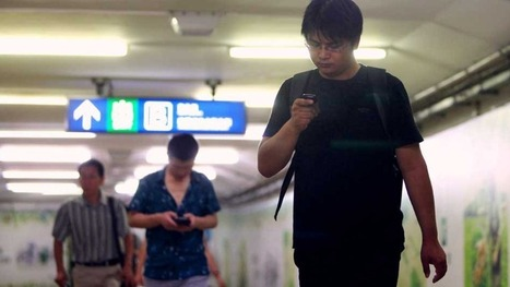 Chinese City Creates Cell Phone Lane for Texting Pedestrians | MarketingHits | Scoop.it