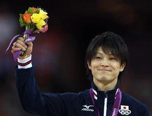El gimnasta de oro Uchimura, asustado por una acosadora