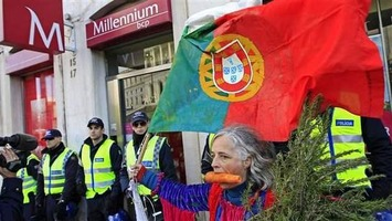 Portuguese Economic Slump Caused by the Large Capital Inflows that Came with the Euro | money money money | Scoop.it