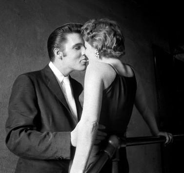 Mystery Woman in Elvis Presley Kiss Photograph Revealed | SilberStudios | Sculpting in light | Scoop.it