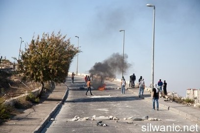 silwanic.net • With pictures: Jerusalemites rise up for Al-Aqsa….arrests and injuries | Occupied Palestine - In Photos | Scoop.it