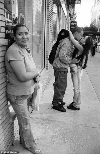 Le Photographe Matt Weber Prend En Photo Des Couples Amoureux Qui S'embrassent Dans Les Rues De New-York   Graine De Photographe The Blog   Photo 2.0   Scoop.it