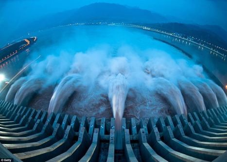 Breathtaking force: World's most powerful dam opens in China as gushing water generates the same power as FIFTEEN nuclear reactors | IB Part 2: Freshwater - issues and conflicts | Scoop.it
