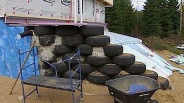 Une maison faite de pneus et de pancartes électorales! (earthship) | Immobilier | Scoop.it