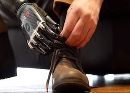Robot hand ties shoelaces and deals cards | EarthSky.org | Nanotechnology, biomimetics and biological interface in the field of robotics. | Scoop.it