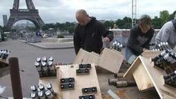 14 juillet: derniers préparatifs au pied de la Tour Eiffel - 13/07 | La france | Scoop.it
